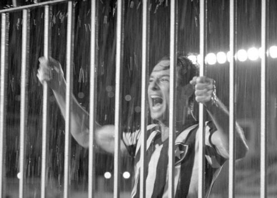 """Rodrigo Santoro em cena de """"Heleno"""", que mostra a ascenção e queda do jogador Heleno de Freitas"""