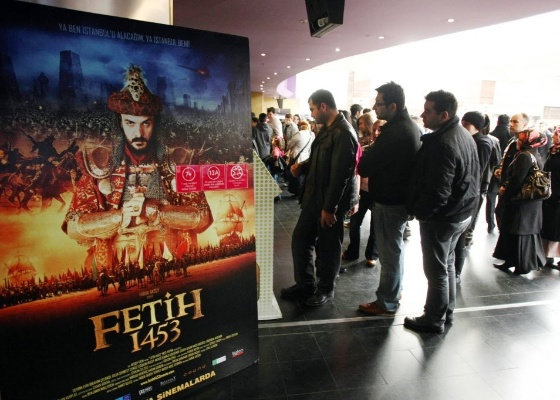 """Estreia de """"Feith 1453"""" gera filas em cinema de Istambul, filme já foi assistido por mais de dois milhões de pessoas - AFP PHOTO/ADEM ALTAN"""