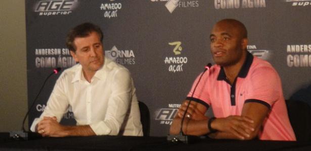 """Vladmir Fernandes, presidente da Califórnia Filmes, e o lutador Anderson Silva durante lançamento do filme """"Como Água"""""""