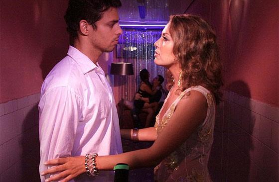 Cauã Raymond e Fabíula Nascimento em cena do filme Não Se Pode Viver Sem Amor